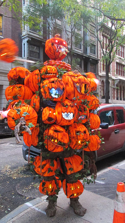 "<div class=""meta image-caption""><div class=""origin-logo origin-image none""><span>none</span></div><span class=""caption-text"">This modern take on ''It's the Great Pumpkin, Charlie Brown!'' won the costume contest. It has screens and spinning parts and runs on 88 batteries, the contestant said.</span></div>"