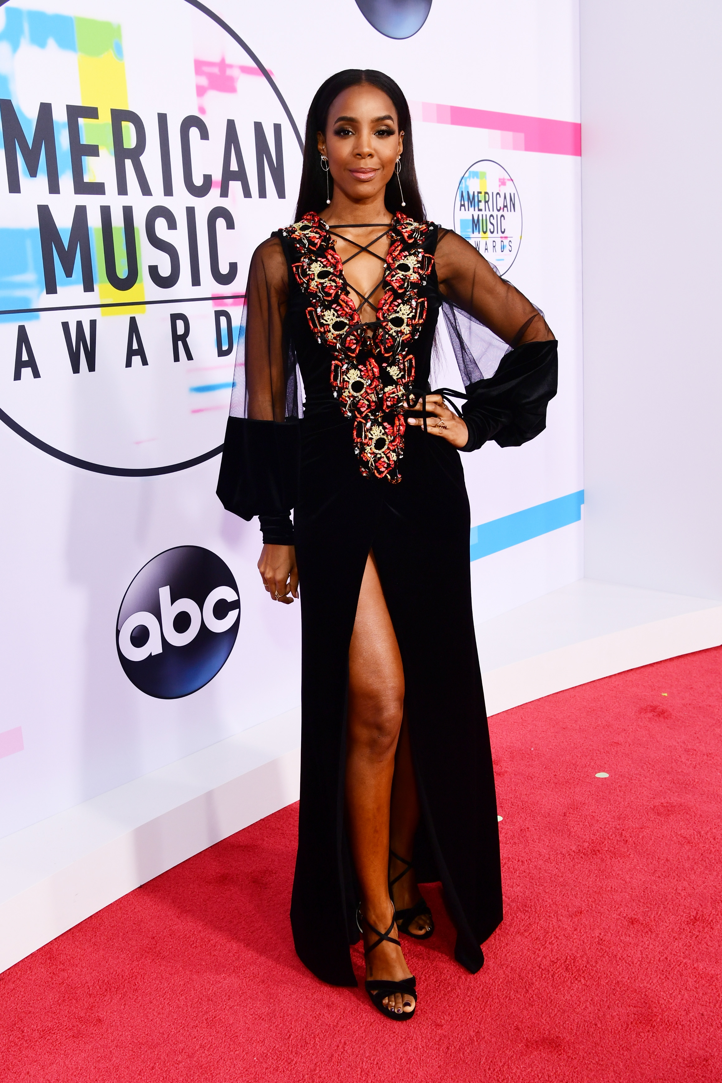 <div class='meta'><div class='origin-logo' data-origin='none'></div><span class='caption-text' data-credit='Emma McIntyre/AMA2017/Getty Images for dcp'>Kelly Rowland attends the 2017 American Music Awards at Microsoft Theater on November 19, 2017 in Los Angeles, California.</span></div>
