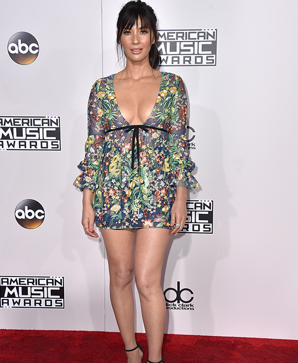 "<div class=""meta image-caption""><div class=""origin-logo origin-image none""><span>none</span></div><span class=""caption-text"">Olivia Munn arrives at the American Music Awards at the Microsoft Theater on Sunday, Nov. 20, 2016, in Los Angeles. (Jordan Strauss/Invision/AP)</span></div>"