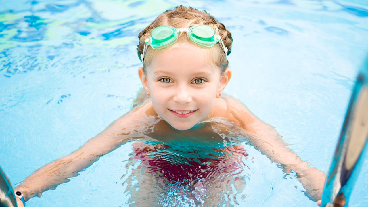 Do you get red eyes from swimming in the pool that 39 s - Why eyes get red in swimming pool ...
