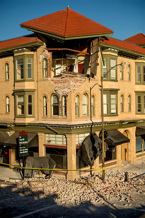 "<div class=""meta ""><span class=""caption-text "">Bricks and debris surround the Alexandria Square building in Napa, CA. Officials in the city say 15 to 16 buildings are no longer inhabitable after the earthquake. (AP/Noah Berger)</span></div>"