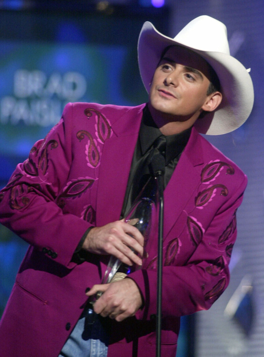 "<div class=""meta image-caption""><div class=""origin-logo origin-image none""><span>none</span></div><span class=""caption-text"">Brad Paisley accepts the Horizon award at the Country Music Association Awards show on Wednesday, Oct. 4, 2000 at the Grand Ole Opry House in Nashville, Tenn. (Charlie Neibergall/AP)</span></div>"