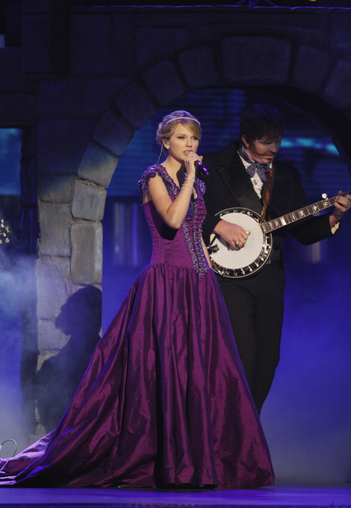 "<div class=""meta image-caption""><div class=""origin-logo origin-image none""><span>none</span></div><span class=""caption-text"">Taylor Swift performs during the 42nd Annual CMA Awards show on Wednesday Nov. 12, 2008 in Nashville, Tenn. (Darron Cummings/AP Photo)</span></div>"