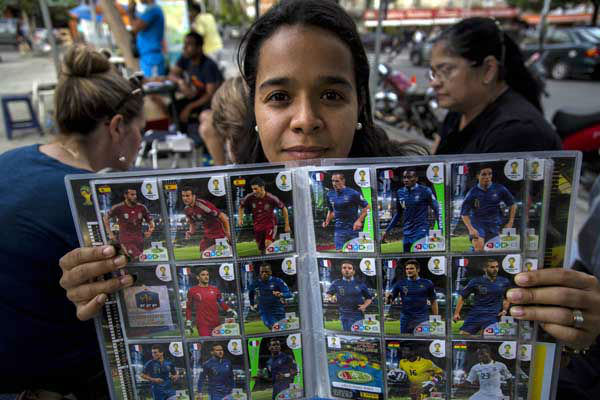 Hazel Petite shows a 2014 World Cup album edition at a meeting of collectors in Caracas, Venezuela <span class=meta>(AP Photo&#47; Ramon Espinosa)</span>