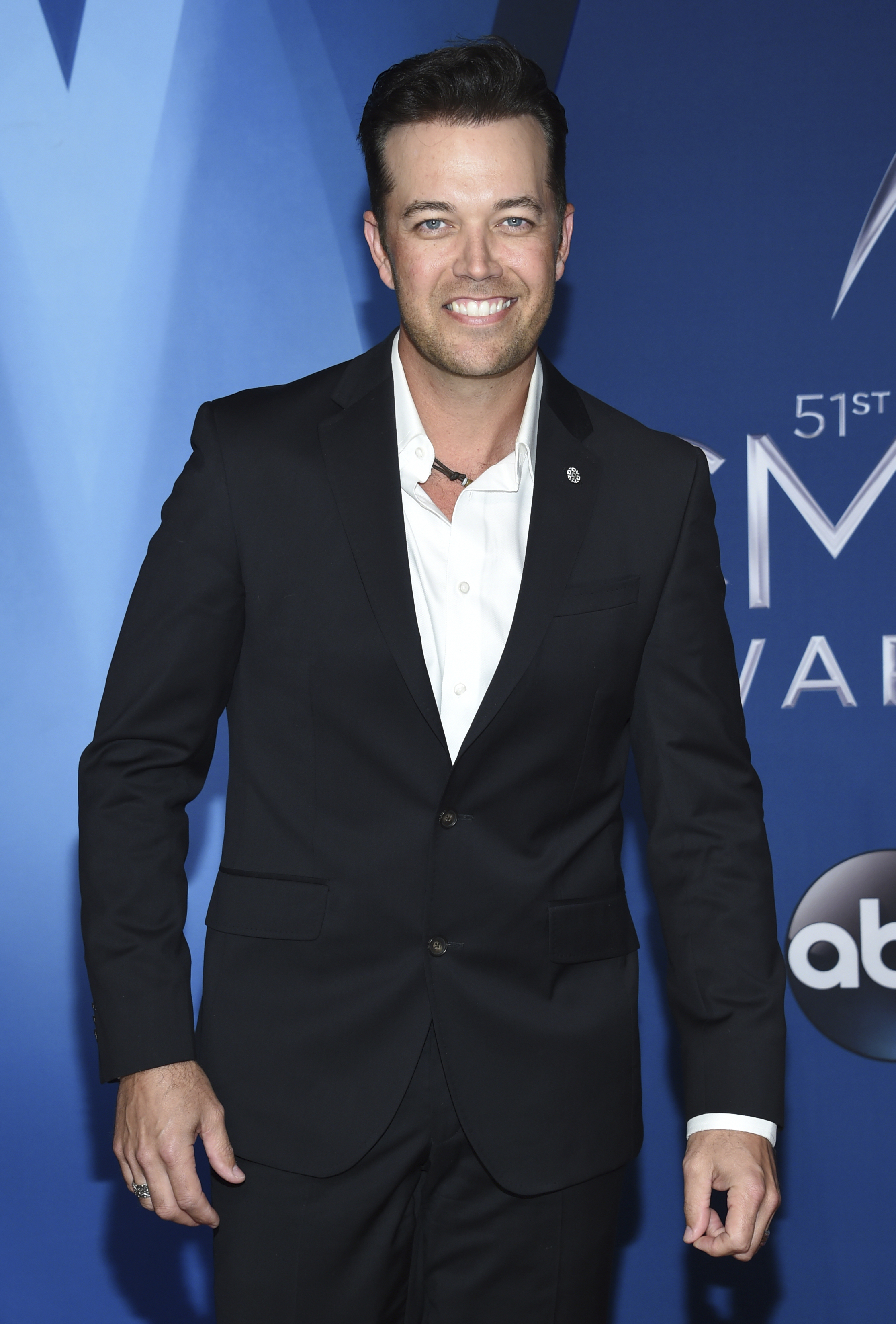 "<div class=""meta image-caption""><div class=""origin-logo origin-image none""><span>none</span></div><span class=""caption-text"">Lucas Hoge arrives at the 51st annual CMA Awards on Wednesday, Nov. 8, 2017, in Nashville, Tenn. (Evan Agostini/Invision/AP)</span></div>"