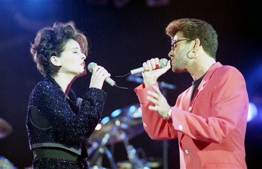 "<div class=""meta image-caption""><div class=""origin-logo origin-image ap""><span>AP</span></div><span class=""caption-text"">British singers George Michael, right, and Lisa Stansfield perform together on stage at the Freddie Mercury Tribute Concert at Wembley Arena, United Kingdom, on April 20, 1992. (AP Photo/Gill Allen)</span></div>"