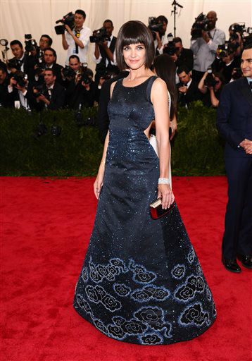 """<div class=""""meta image-caption""""><div class=""""origin-logo origin-image none""""><span>none</span></div><span class=""""caption-text"""">Katie Holmes arrives at The Metropolitan Museum of Art's Costume Institute benefit gala. (Photo by Charles Sykes/Invision/AP) (AP Photo/ Charles Sykes)</span></div>"""