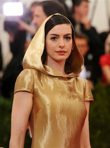"""<div class=""""meta image-caption""""><div class=""""origin-logo origin-image none""""><span>none</span></div><span class=""""caption-text"""">Anne Hathaway arrives at The Metropolitan Museum of Art's Costume Institute benefit gala. (Photo by Charles Sykes/Invision/AP) (AP Photo/ Charles Sykes)</span></div>"""