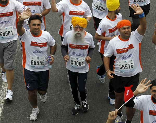 Centenarian marathon runner Fauja Singh, 101, center, runs in a 10-kilometer race, part of the annual Hong Kong Marathon 2&#47;24&#47;13, he then retired from racing. <span class=meta>(AP Photo&#47; Kin Cheung)</span>
