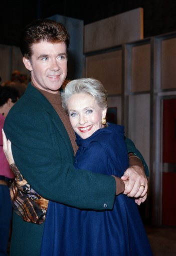 "<div class=""meta image-caption""><div class=""origin-logo origin-image ap""><span>AP</span></div><span class=""caption-text"">Actress Jane Powell embraces Alan Thicke during a break in the taping of the television series 'Growing Pains' in Burbank, California, Tuesday, Oct. 18, 1988. (AP Photo/Nick Ut)</span></div>"