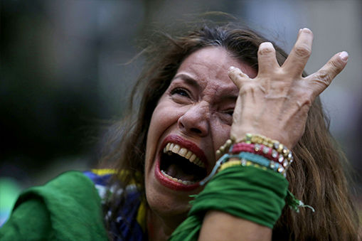 A female fan cries in anguish after Brazil&#39;s loss. <span class=meta>(AP&#47;Bruno Magalhaes)</span>