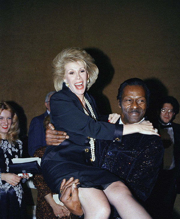 Chuck Berry carrying Joan Rivers in February 1988. <span class=meta>(AP Photo &#47; Wilbur Funches)</span>