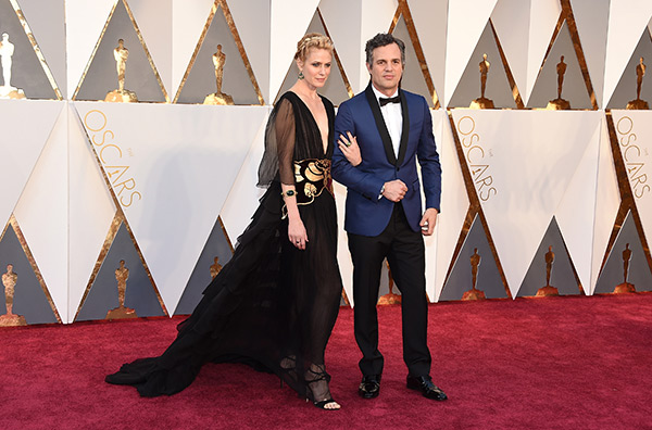 <div class='meta'><div class='origin-logo' data-origin='AP'></div><span class='caption-text' data-credit='Jordan Strauss/Invision/AP'>Sunrise Coigney, left, and Mark Ruffalo arrive at the Oscars on Sunday, Feb. 28, 2016, at the Dolby Theatre in Los Angeles.</span></div>
