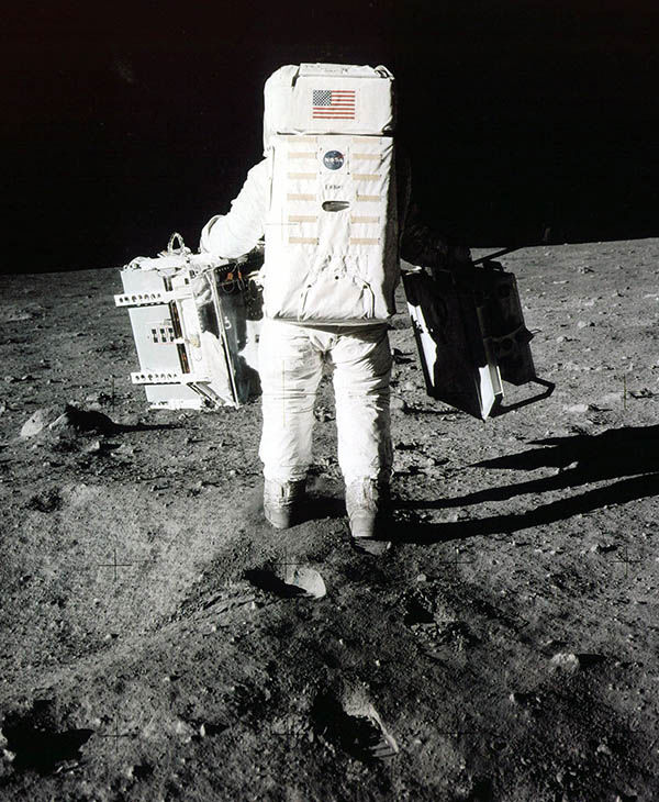 Aldrin carrying scientific equipment. <span class=meta></span>