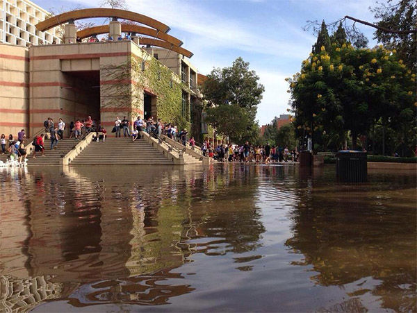 Just two hours after the water main broke, parts of the campus are now unrecognizable. <span class=meta>(UCLA_Nation &#47; Twitter)</span>