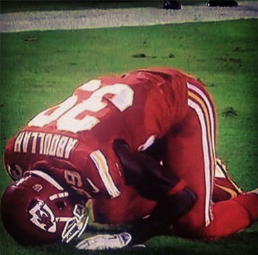 """<div class=""""meta image-caption""""><div class=""""origin-logo origin-image """"><span></span></div><span class=""""caption-text"""">Abdullah kneeling in prayer after scoring a touchdown against the New England Patriots on Monday night. (habdullah39 / Instagram)</span></div>"""