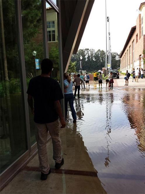 "<div class=""meta image-caption""><div class=""origin-logo origin-image ""><span></span></div><span class=""caption-text"">Shocked students surround the quickly flooding walkways. (brandenwithanE / Twitter)</span></div>"