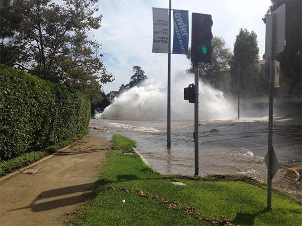 Water gushes out onto Sunset Boulevard from the main break near UCLA. <span class=meta>(dailybruin &#47; Twitter)</span>
