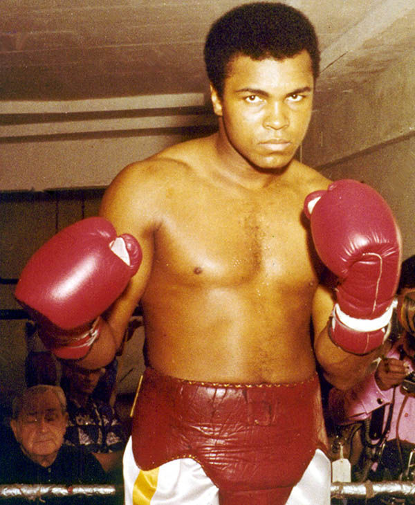 The boxing legend Muhammad Ali suffers from Parkinson&#39;s disease. <span class=meta>(David Bookstaver &#47; AP)</span>