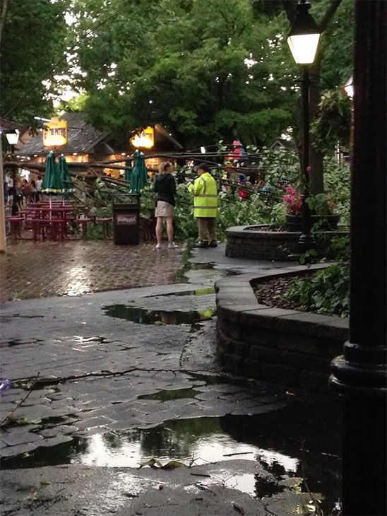 More flooding in Hersheypark. <span class=meta>(dellerkatie &#47; Twitter)</span>