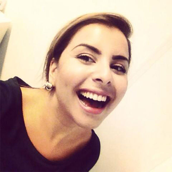 "<div class=""meta ""><span class=""caption-text "">Tweet: I'm a Turkish girl, 26 years old, and I can't do anything but Smile!! (esrakansu / Twitter)</span></div>"
