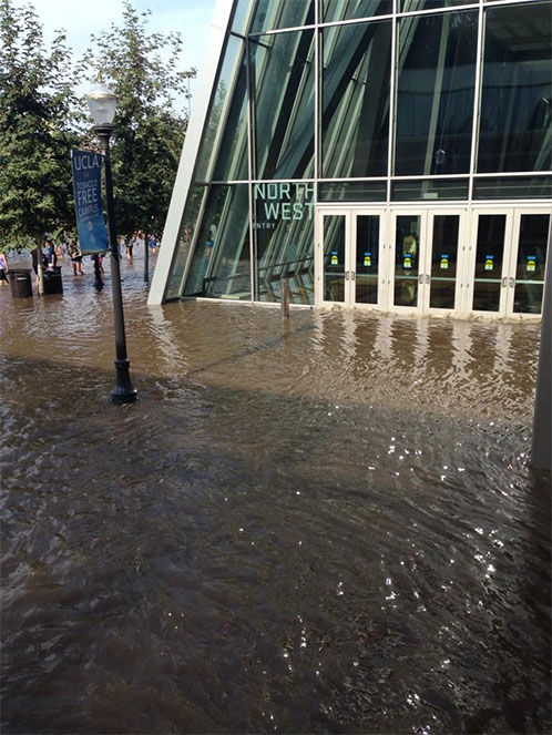 UCLA campus flooded. <span class=meta>(miss_alexpham &#47; Twitter)</span>