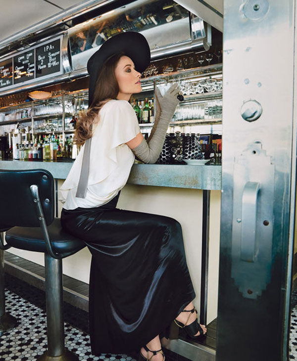 "<div class=""meta ""><span class=""caption-text "">Wilde looking elegant while sitting at a restaurant counter. (Patrick Demarchelier / Glamour)</span></div>"