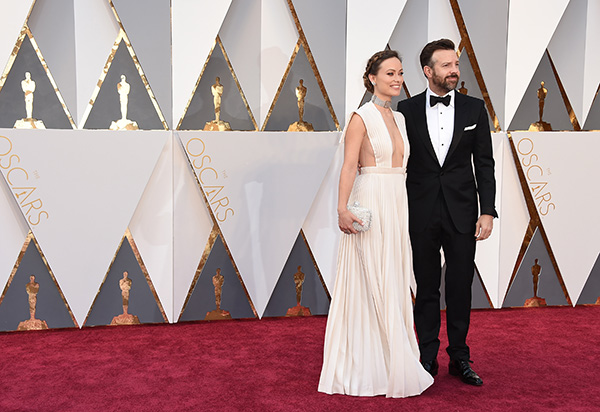 <div class='meta'><div class='origin-logo' data-origin='AP'></div><span class='caption-text' data-credit='Jordan Strauss/Invision/AP'>Olivia Wilde, left, and Jason Sudeikis arrive at the Oscars on Sunday, Feb. 28, 2016, at the Dolby Theatre in Los Angeles.</span></div>