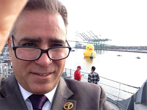 ABC7 Reporter John Gregory takes a selfie with the giant rubber duck. <span class=meta></span>