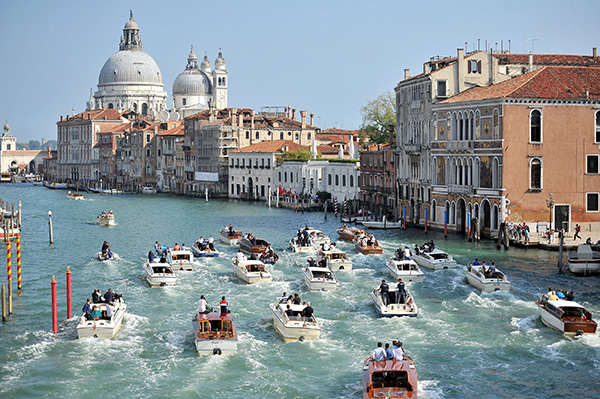 """<div class=""""meta image-caption""""><div class=""""origin-logo origin-image """"><span></span></div><span class=""""caption-text"""">The boat carrying George Clooney and his wife Amal Alamuddin is surrounded by media and security boats as they cruise the Grand Canal in Venice, Italy, Sunday, Sept. 28, 2014. (AP Photo/Luigi Costantini)</span></div>"""