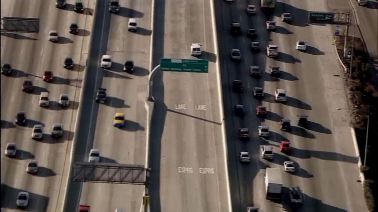 Gov. Jerry Brown vetoed a measure Tuesday that would have allowed solo drivers to use carpool lanes during off-peak hours.