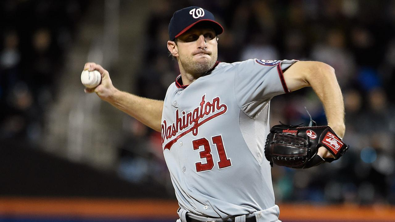 Washington Nationals starter Max Scherzer (31) pitches against the New York Mets in the first inning of the second baseball game of a doubleheader, Saturday, Oct. 3, 2015.