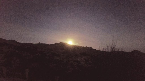 """<div class=""""meta image-caption""""><div class=""""origin-logo origin-image none""""><span>none</span></div><span class=""""caption-text"""">The supermoon shines bright north of Big Bear in an image captured by an ABC7 viewer on Tuesday, Oct. 27, 2015. (twitter.com/@jlnclimbs)</span></div>"""