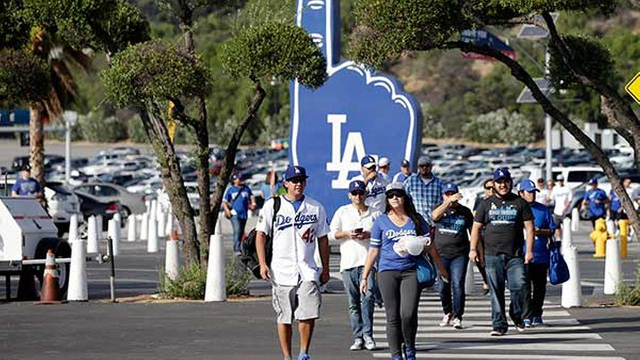 Dodgers raise 2016 season ticket prices | abc7.com