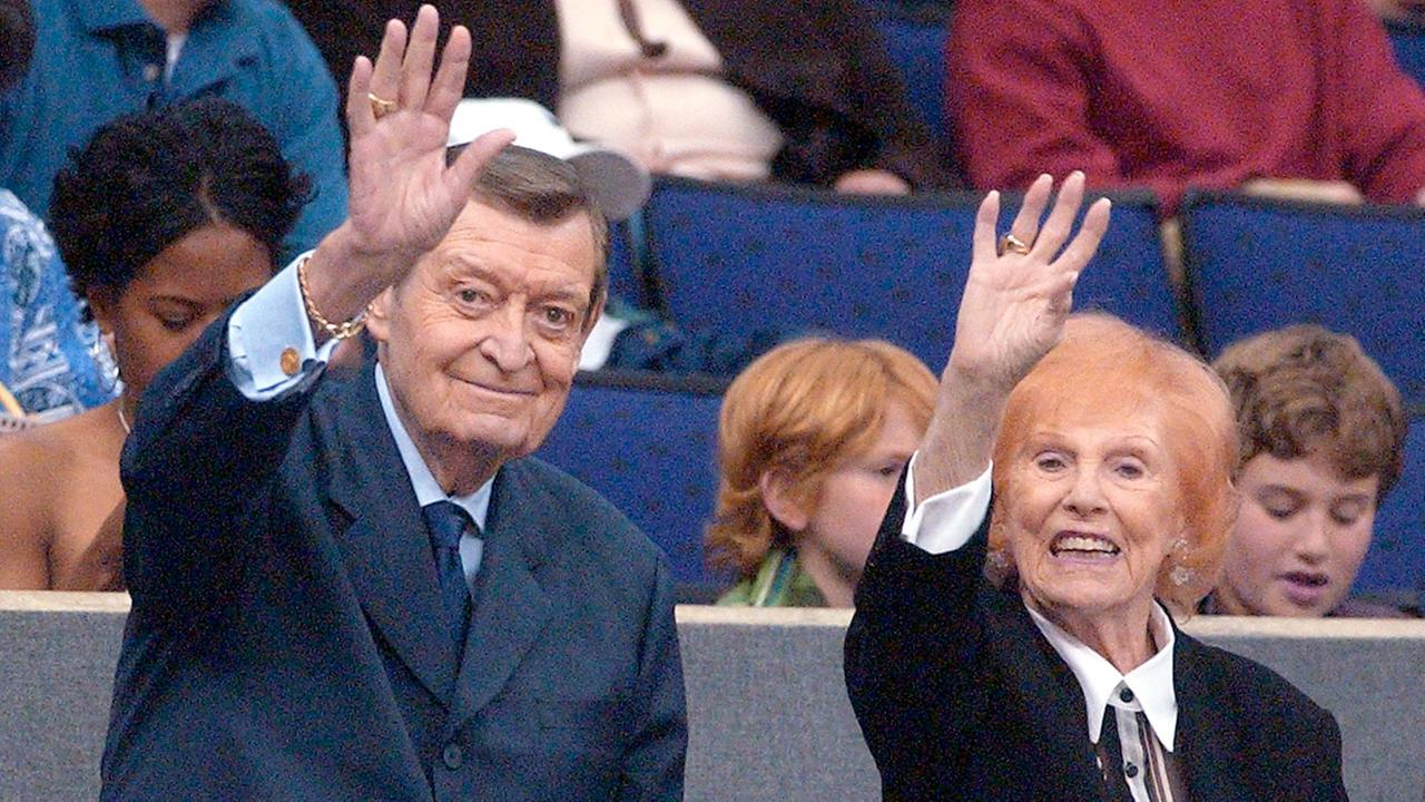 Los Angeles Lakers announcer Chick Hearn and wife, Marge, wave to fans attending the Lakers game against the Portland Trail Blazers on Friday night, March 29, 2002.