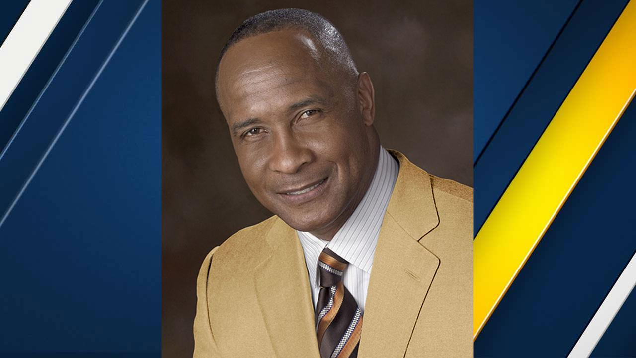 Lynn Swann, a Pro Football Hall of Famer, will replace Pat Haden as USCs athletic director.