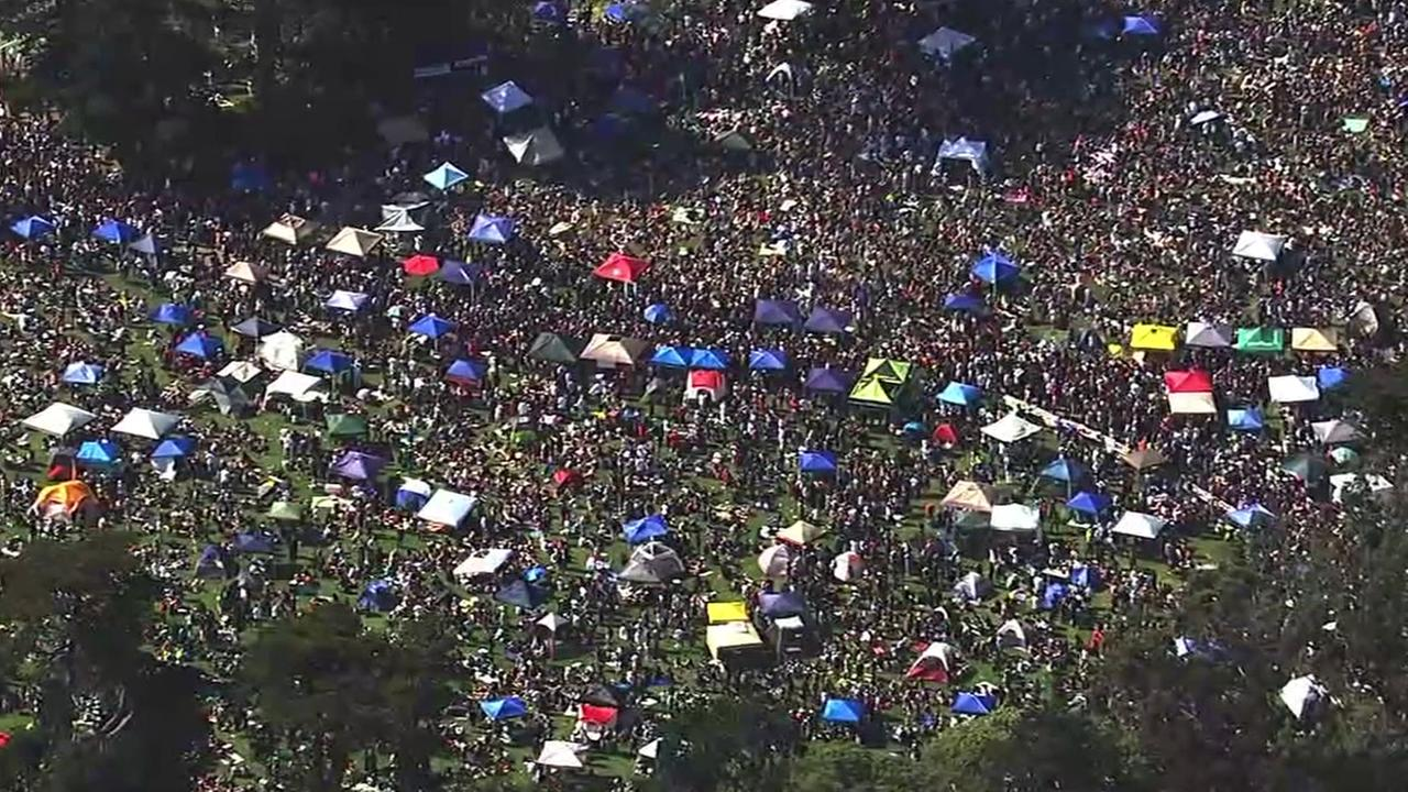 Thousands gathered at Hippie Hill in San Franciscos Golden Gate Park to blow a little smoke on 4/20.
