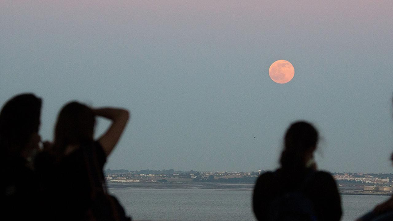 For the first time in nearly 70 years, the summer solstice and Junes full moon will sync on Monday, June 20, 2016.