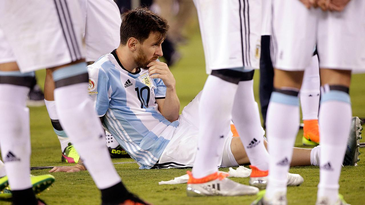 Argentinas Lionel Messi waits for trophy presentations after the Copa America Centenario championship soccer match, Sunday, June 26, 2016.
