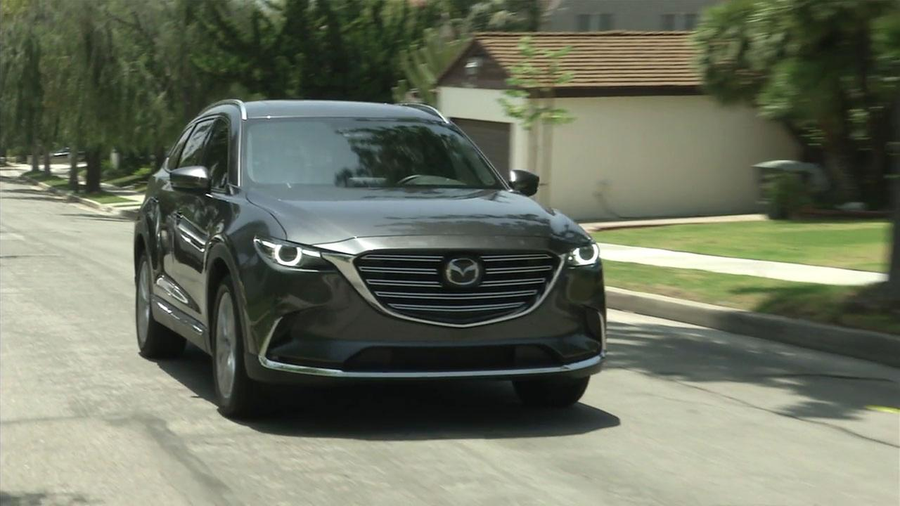 In an effort to appeal to premium-SUV buyers, Mazda has upgraded its CX-9.