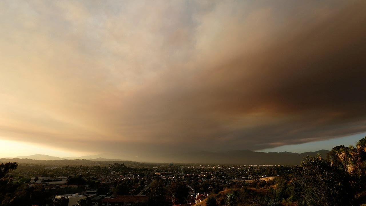 Smoke from a nearby wildfire looms over Los Angeles on Friday, July 22, 2016, viewed from Monterey Park, Calif.AP Photo/Nick Ut