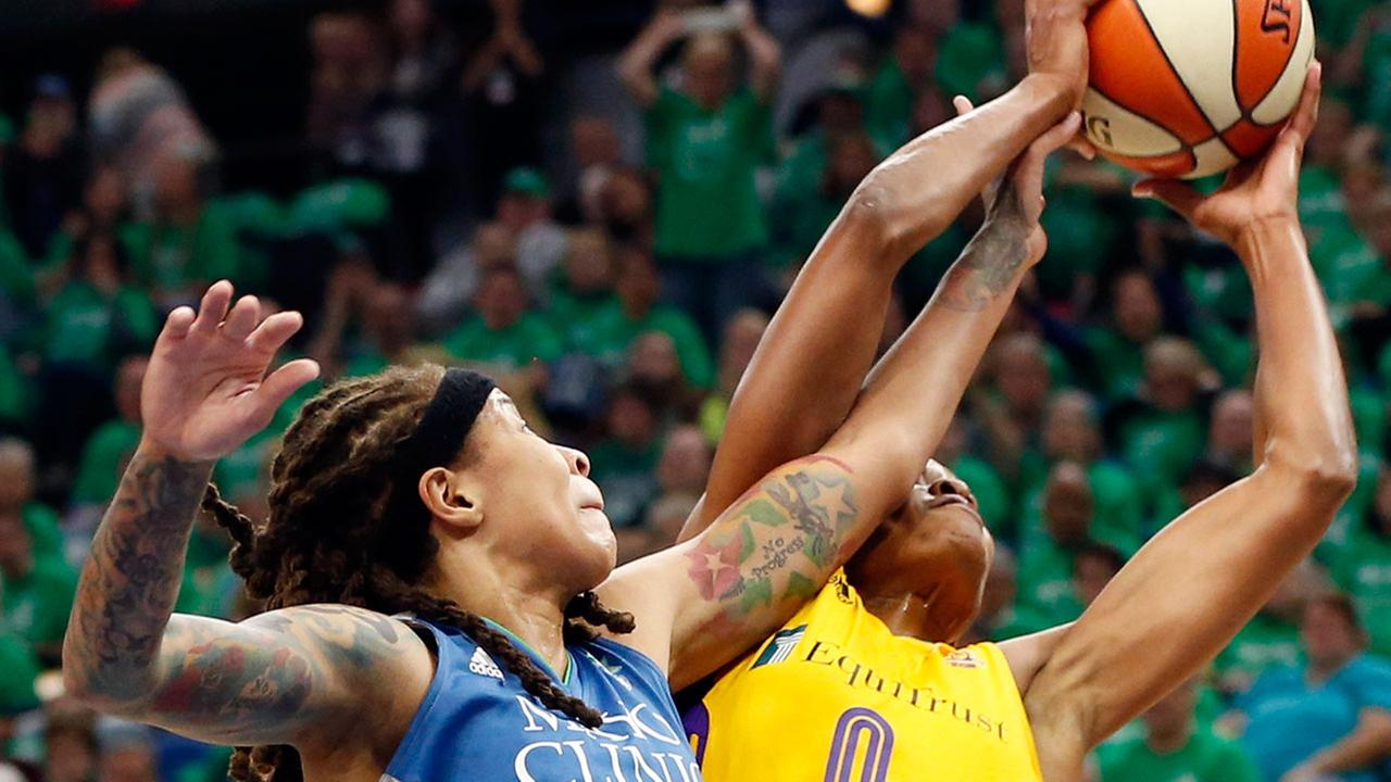 Minnesota Lynxs Seimone Augustus, left, disrupts a shot-attempt by Los Angeles Sparks Alana Beard in Game 5 of the WNBA basketball finals Thursday, Oct. 20, 2016 in Minneapolis.