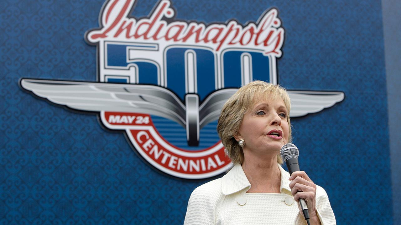 Florence Henderson sings God Bless America before the 93rd running of the Indianapolis 500 auto race at the Indianapolis Motor Speedway in Indianapolis, Sunday, May 24, 2009.