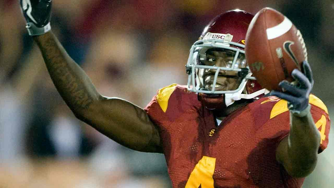 Joe McKnight celebrates his touchdown against Washington State during the first half of an NCAA college football game in Los Angeles, Saturday, Sept. 26, 2009.