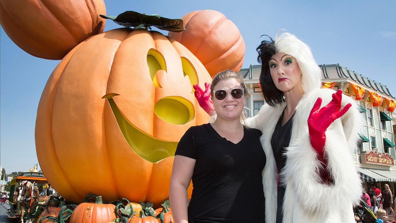 Singer Kelly Clarkson celebrates Halloween Time with Cruella de Vil at Disneyland in Anaheim on Wednesday, Sept. 21, 2106.Scott Brinegar/Disneyland Resort