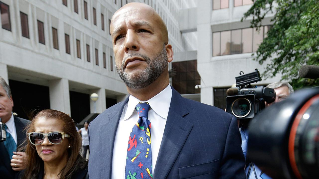 Former New Orleans Mayor Ray Nagin leaves federal court with his wife Seletha Nagin after being sentenced in New Orleans, Wednesday, July 9, 2014.