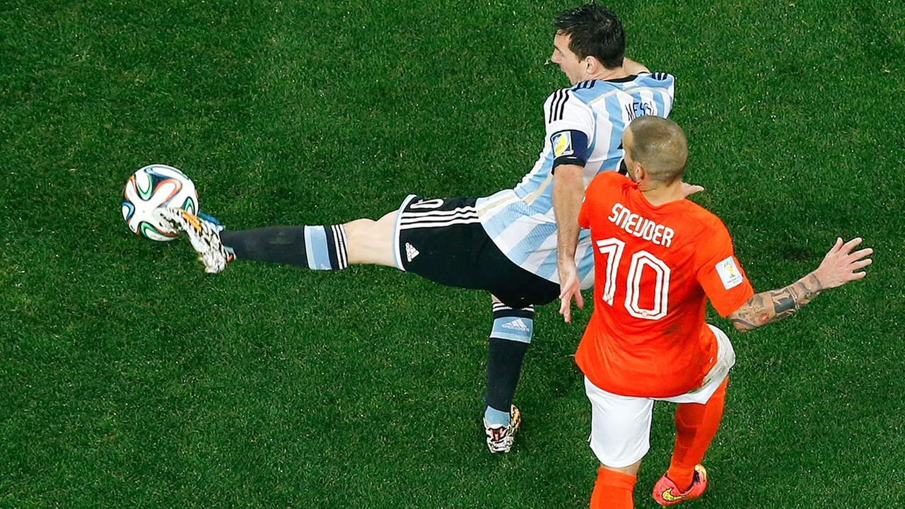 Argentinas Lionel Messi, left, is challenged by Netherlands Wesley Sneijder, right, during their World Cup semifinal soccer match in Sao Paulo, Brazil, Wednesday, July 9, 2014.