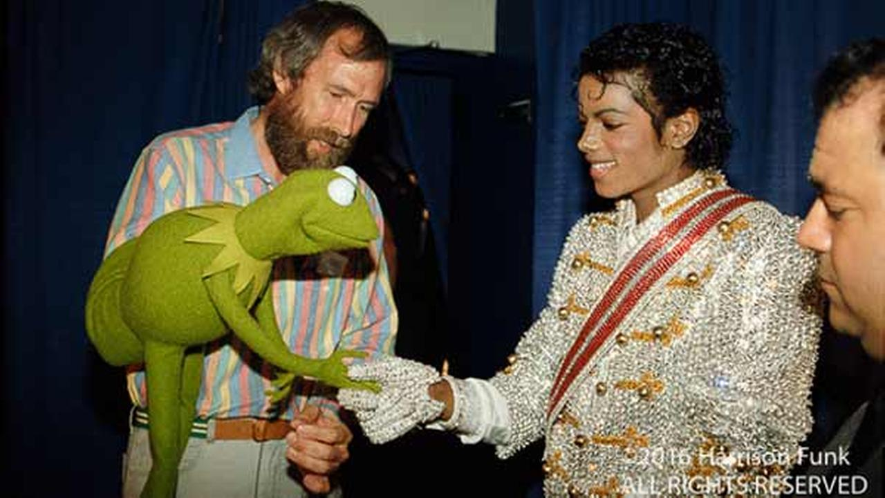 Michael Jackson meets Kermit the Frog and Jim Henson backstage at Madison Square Garden during his Victory Tour in 1984.