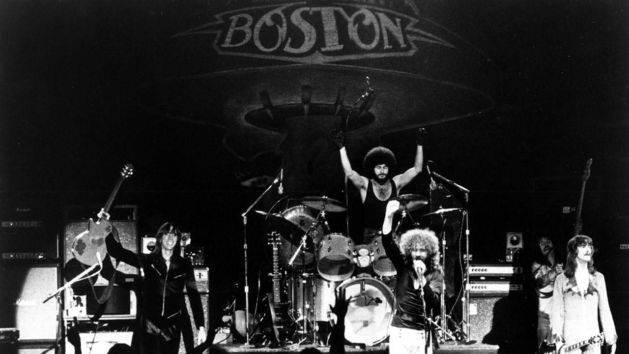 CIRCA 1978: (L-R) Tom Scholz, Sib Hashian, Brad Delp, Barry Goudreau and Fran Sheehan of the rock group Boston perform onstage in circa 1978.Photo by Ron Pownall/Michael Ochs Archives/Getty Images