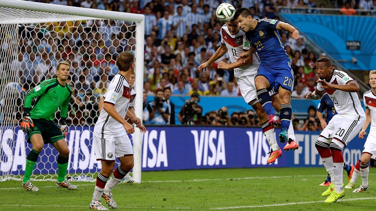 Argentinas Sergio Aguero, second right, and Germanys Miroslav Klose go for a header during the World Cup final soccer match between Germany and Argentina at the Maracana Stadium. <span class=meta>(Victor R. Caivano)</span>